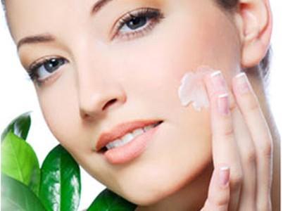Dvigubo drėkinimo procedūra – tai itin drėkinanti veido procedūra, atliekama su Ana Lotan (Izraelis) kosmetika. Procedūros metu naudojamos natūralios alijošiaus sultys, kurios intensyviai drėkina ir suminkština odą, įsiskverbia į epidermio […]
